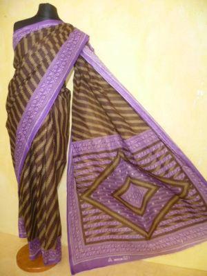 Baumwollsari braun mit violettfarbenen Borten