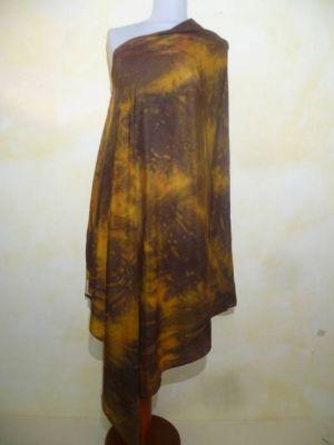 Stola Crepeseide handgebatikt dunkelbraun-ocker