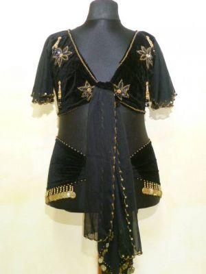 Karnevals-Angebot! Bluse und Gürtel aus schwarzem Samt