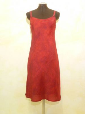 Kleid Gazelle aus rot gefärbter Crepeseide