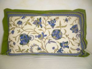 Kissenbezug 40x60 Blumenprint creme-blau mit grünem Rand