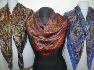 Feine Seidentücher mit indischen Mustern - 4 Farben