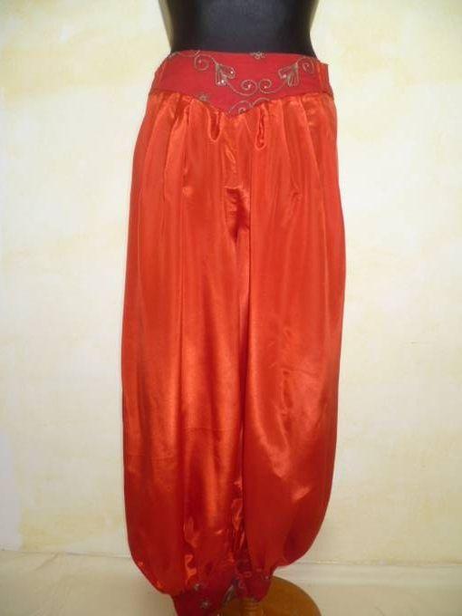 Pumphose mit Sattel und Bündchen rot