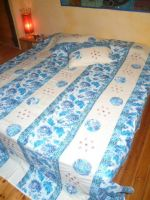 Tagesdecke Baumwolle weiß-blau mit Applikationen – L