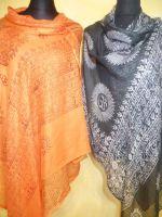 OM-Schals in 4 Farben
