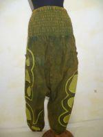 Aladinhose Baumwolle olivgrün mit Applikationen