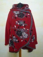 Weite Jacke aus rotem Wollfilz