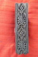 Stempel Bordüre mit stilisierten Blüten